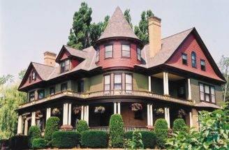 Big Queen Anne Designs Dominate Bayfield Wisconsin
