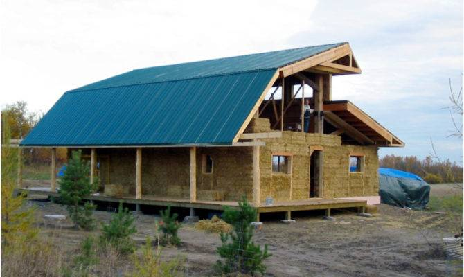 Lecturer Builds Cheap Green Straw House Construction
