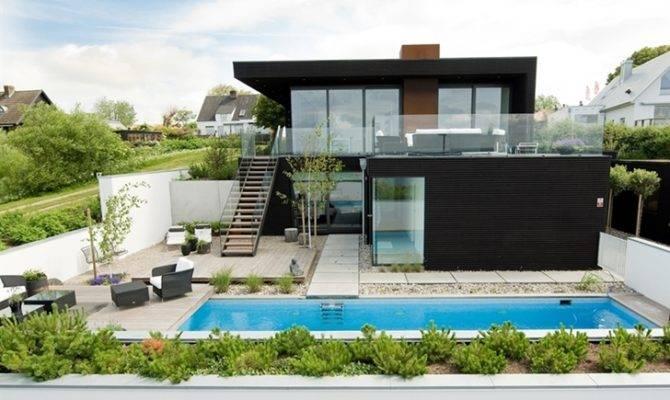 Minimalism Were Main Factors Designing Modern Beach House