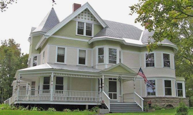 Queen Ann House Dover Foxcroft Maine Usa