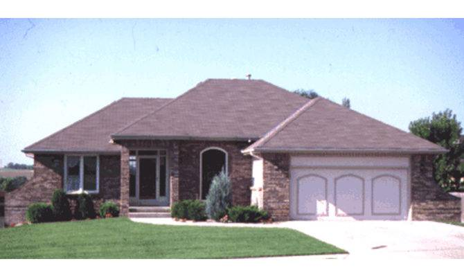 Ranch House Hip Roof Houseplansandmore Homeplans