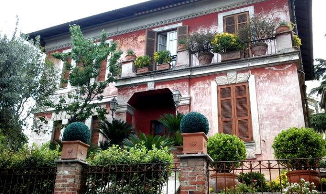 Beautiful Houses Gorgeous Flowers Rome Italy Travel Moments