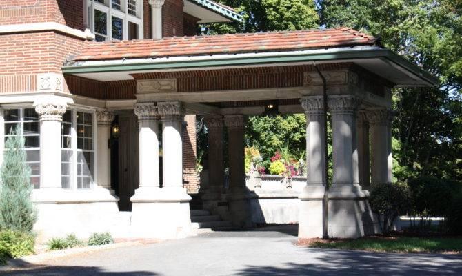 Building Language Porte Coch Historic Indianapolis