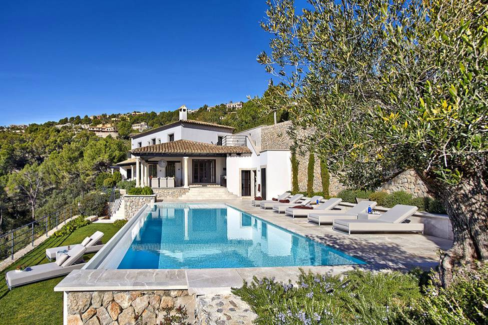 Casual Luxury Exuded Spacious Villa Puerto