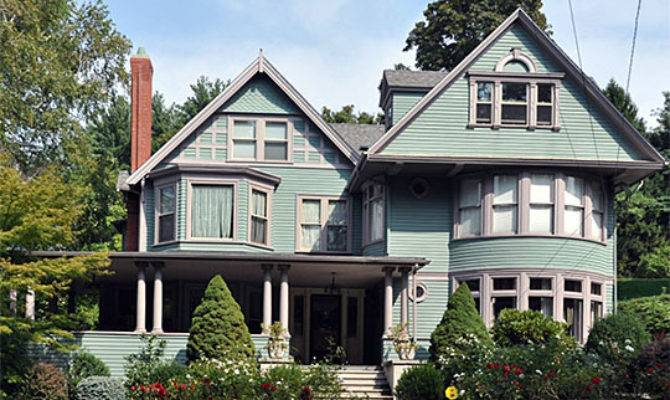 Colonial Revival Style