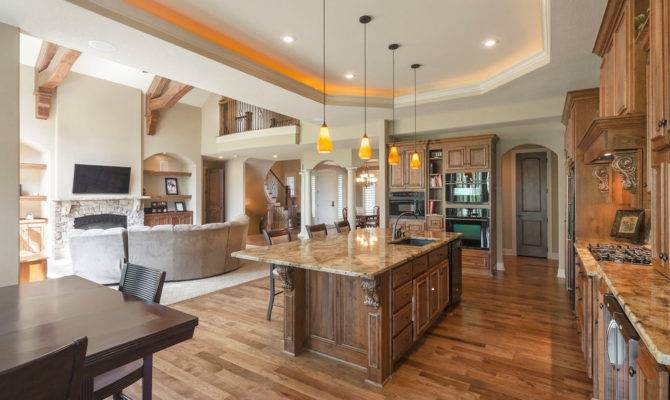 Contemporary Open Concept Kitchen Traditional
