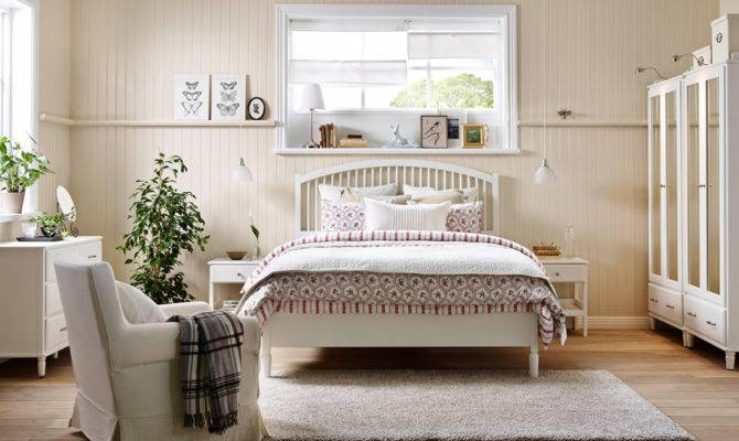 Create Your Dream Country House Bedroom