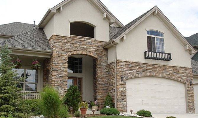 Decorate Exteriors Your House Using Stone Veneer