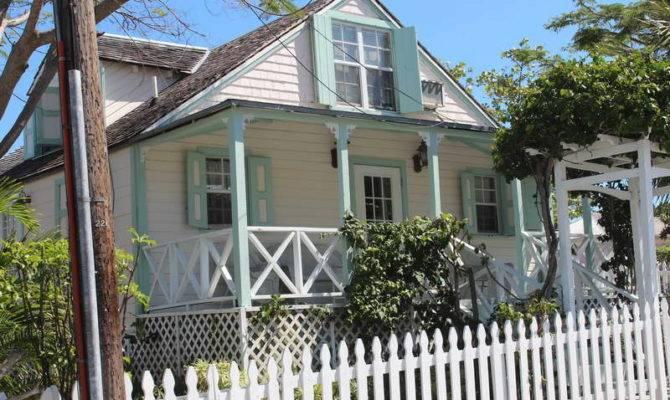 Decoration Colonial Home Designs Plant Vines