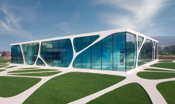 Deluxe Leonardo Glass Cube Architecture Simplicity Red List