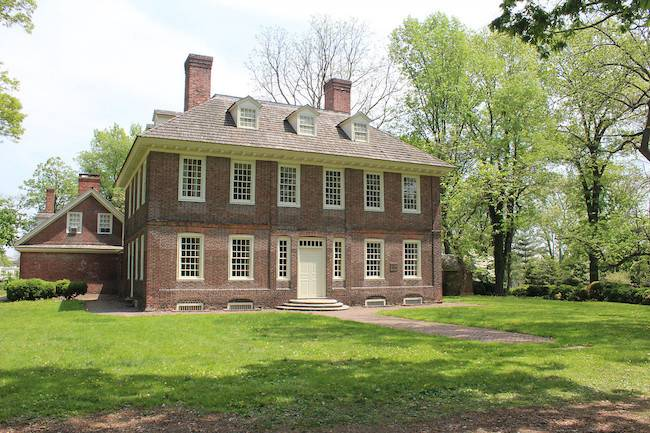 Differences Between Colonial Federal Style