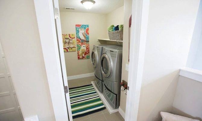 Floor Laundry Room Contemporary