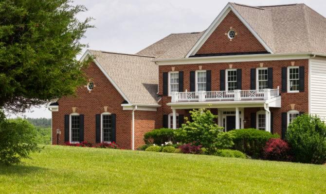 Front Elevation Large Single Home