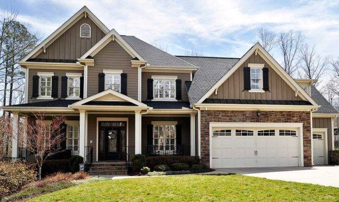 Handsome Traditional House Plan Architectural