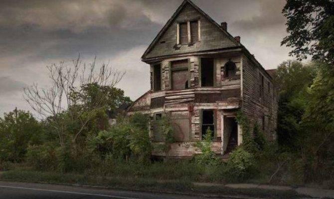 Hauntingly Beautiful Photos Abandoned Homes Across