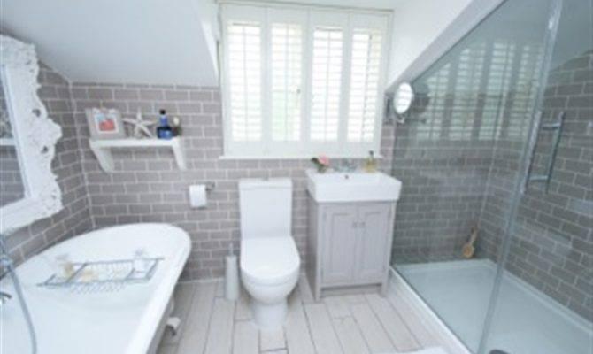 Hilarious New England Style Bathroom Design