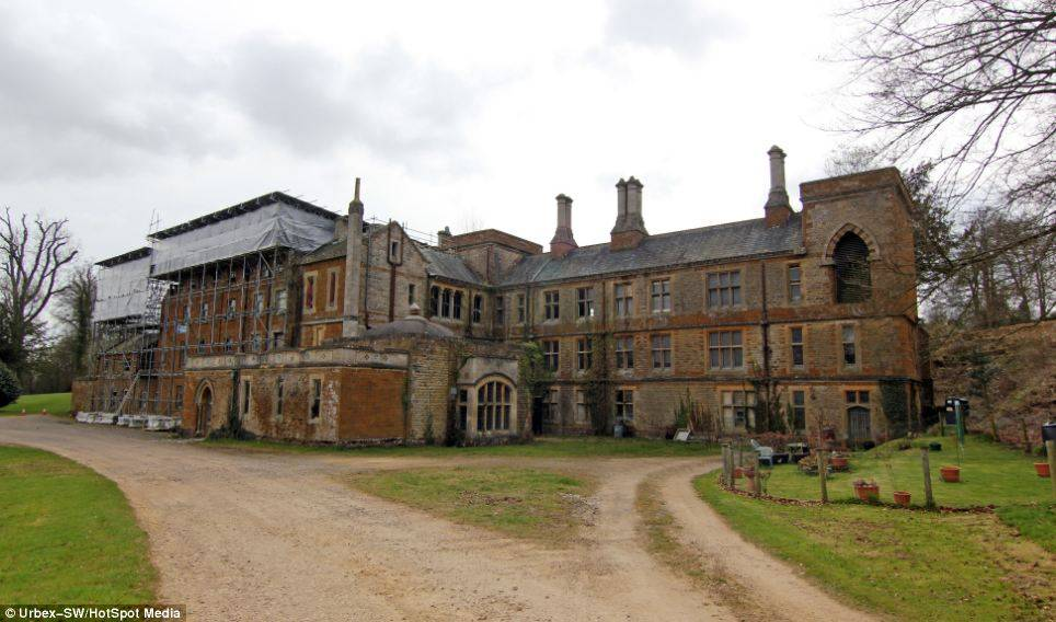 Historic Built Forgotten Manor House Sits Oxfordshire