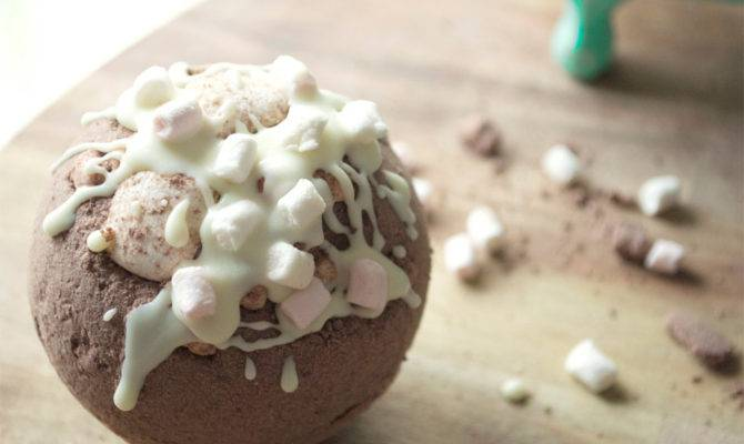 Hot Chocolate Extra Large Bath Bombs Melt Nurorganics