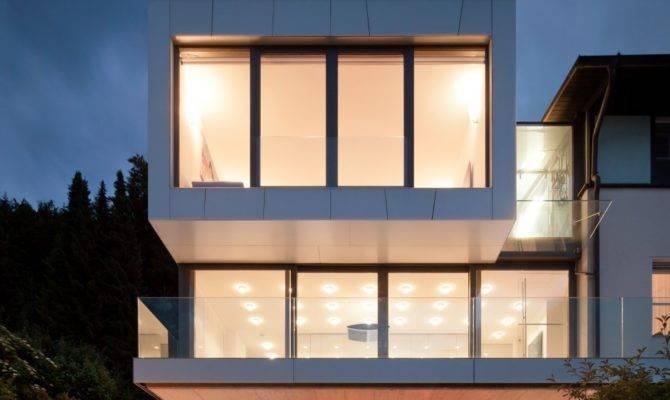 House Lake Incorporating Modern Elements Design