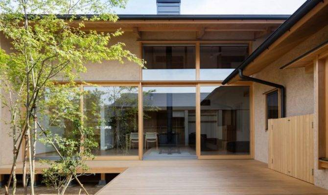 Japanese Courtyard House Makes Case Simplicity