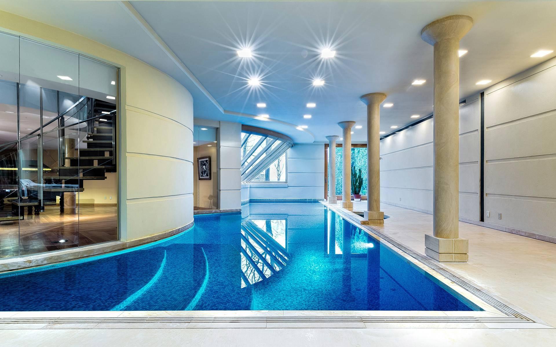 Luxury Swimming Pool House Design