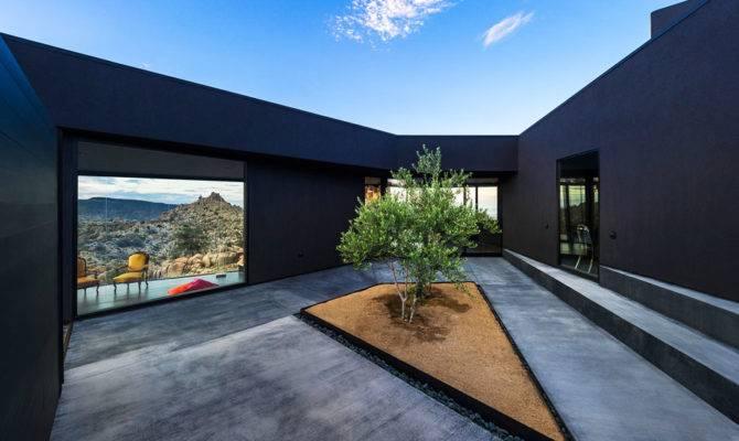 Modern Desert Home Courtyard Pool Views