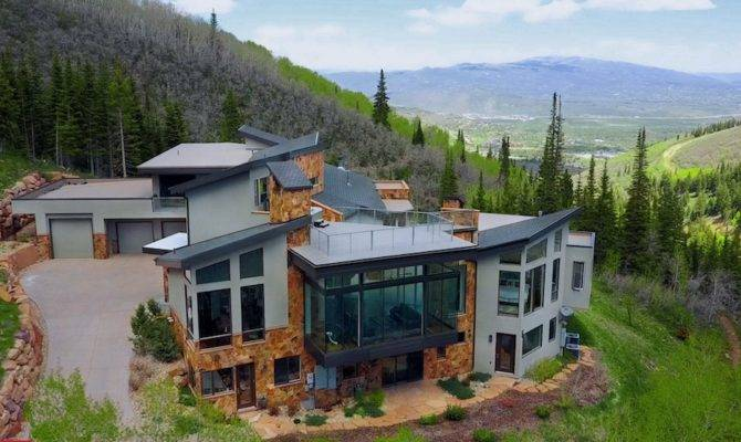 Modern Mountain Home Year Round Beauty Auction