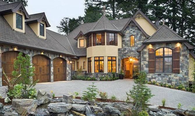 Modern Tudor Home Design Decoration