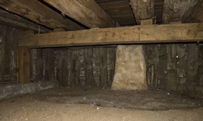 Poteaux Terre Cellar Bauvais Amoureux House