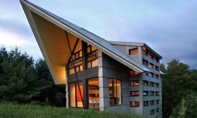 Quebec Countryside Slope House Upper Lower Walkouts