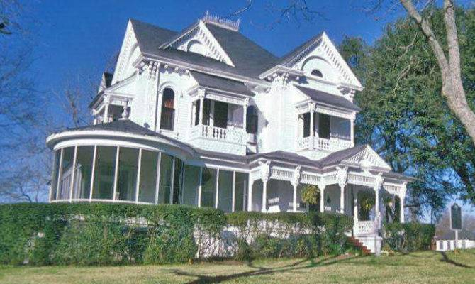 Queen Anne Home Because Has Wrap