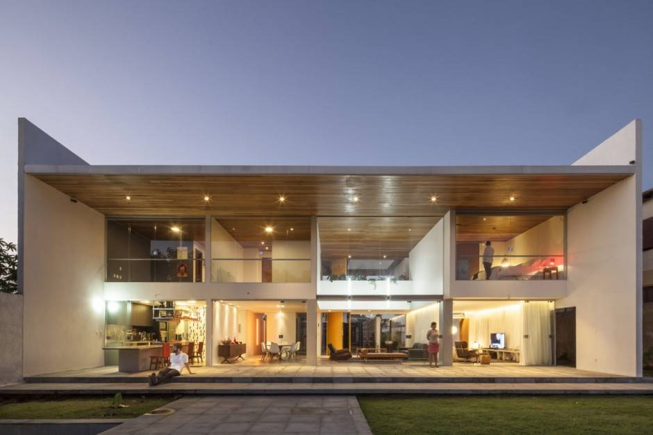 Rectangular Shaped Contemporary House Exuding Transparence