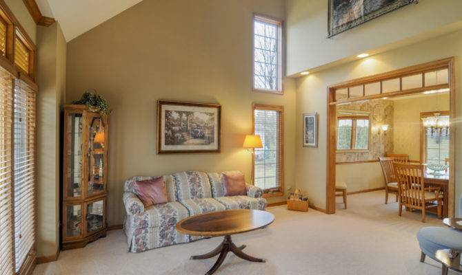 Room Oswego Real Estate Western Suburbs Living Vaulted Ceiling