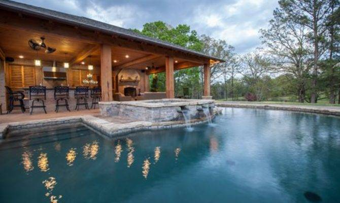 Rustic Mississippi Pool House Landscaping Network
