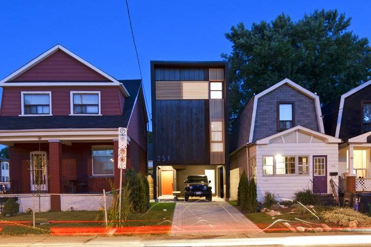 Shaft House Maximizes Space Daylight Snug Wide Lot