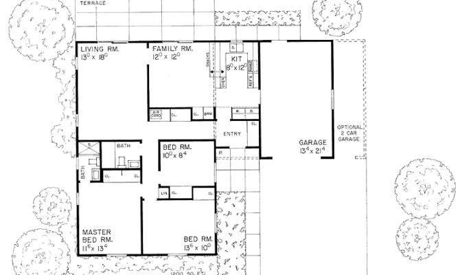 Shaped Home Hwbdo Ranch House Plan Builderhouseplans