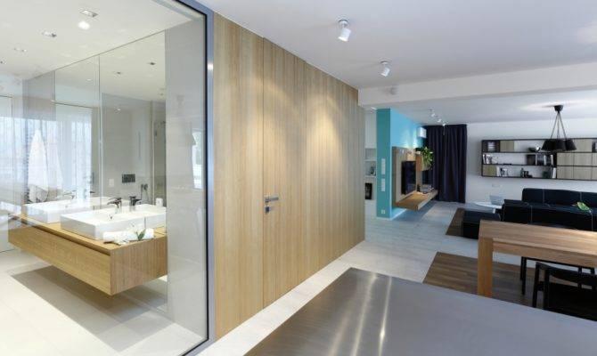 Spacious Apartment New Boasting Fresh Modern