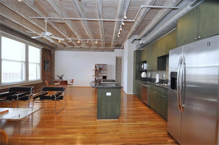 Spacious Loft Historic Downtown Building Great Open Floor Plan