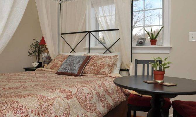 Spacious Plantation Style Bedroom Houses Rent