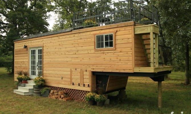 Tiny House Town Honeymoon Suite