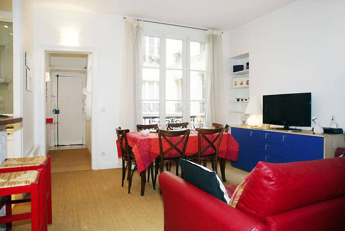Tour Marais Cheap Two Bedrooms Apartment