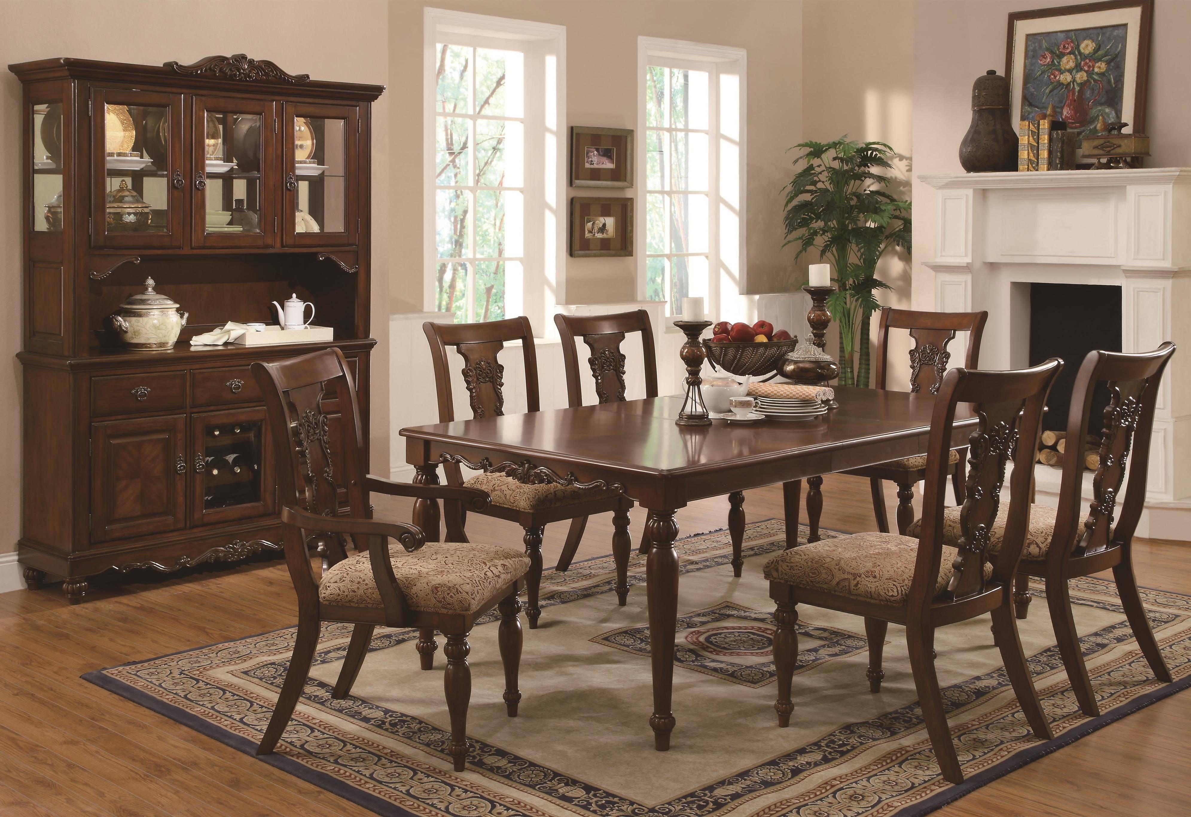 Traditional Dining Room Design Idea