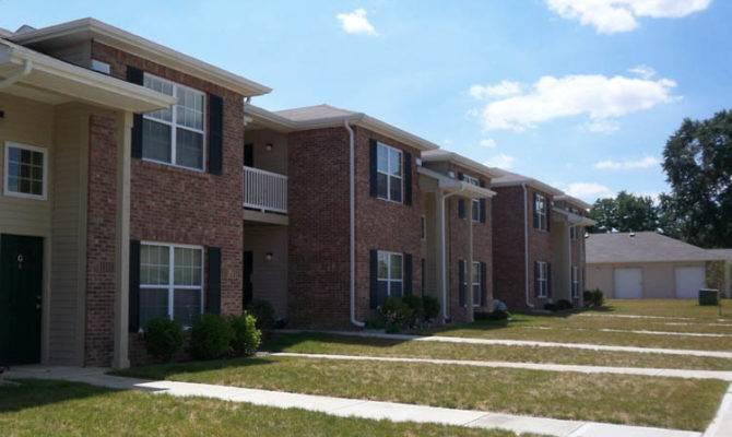 Two Story Building Exterior Lynhurst Park Apartments