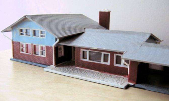 Vintage Split Level Ranch Built Model Home Kit Scale
