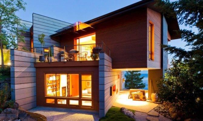 Volumetric Contemporary House Overlooking Coast San