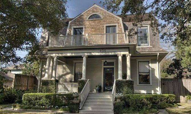 Welcoming Dutch Colonial Home Texas