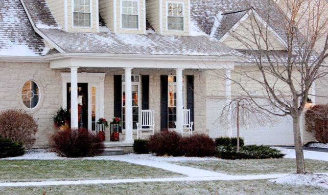Yellow Cape Cod Holiday Home Tour